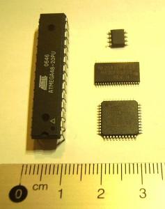Mikrokontrollerid erinevates pakendites: DIL28, SO8, TSSOP36, TQFP64