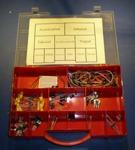 Loopimiskindla elektroonikakohvri sisu